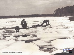 JPEG Watermen working in the snow